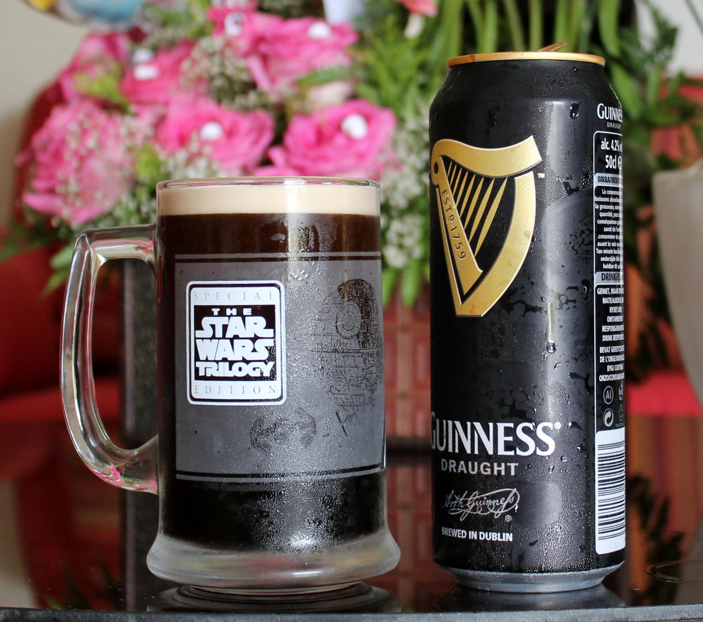 Guinness Draught en latas y su bolita mágica.