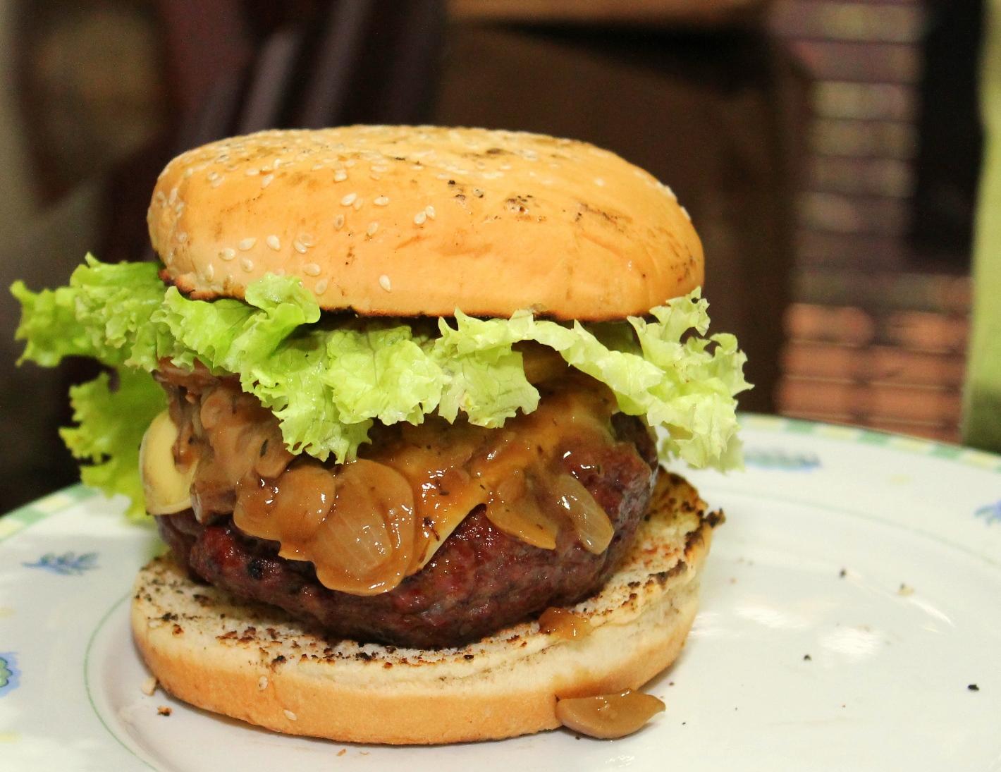 (Receta) Hamburguesa con salsa de cerveza negra y hongos