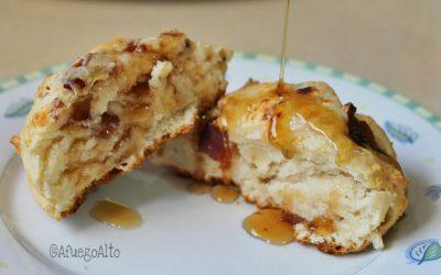 (Receta) Biscuits con tocineta y queso Monterey Jack