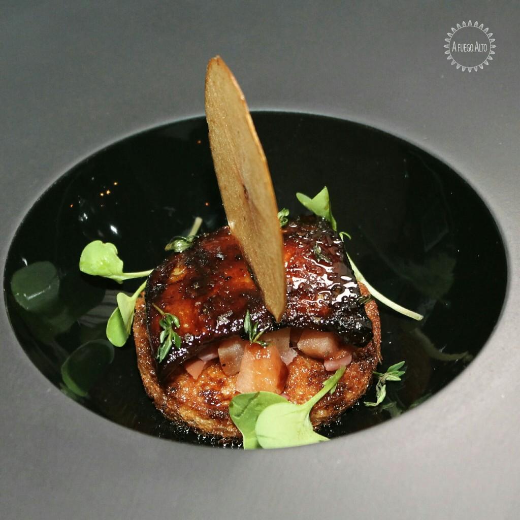 Froie Gras (foie gras, pan brioche, pimienta negra, tomillo y vincotto).