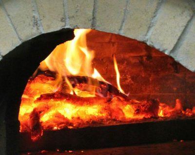¿De dónde viene la madera de los hornos de leña de los restaurantes?