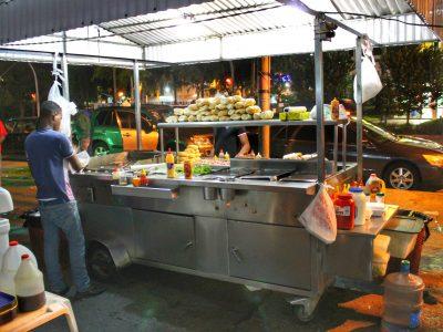Examen de comida callejera dominicana